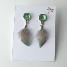 Boucles d'oreille plumes - ton vert lichen